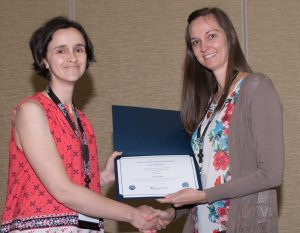 Dr. Selena Tinga, right, is presented with the Best Clinical Research Presentation Award at the 2017 American College of Veterinary Surgeons Surgery Summit. (Photo courtesy of ACVS Surgery Summit)